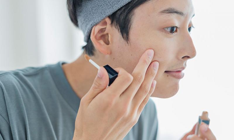 男性もお化粧をする時代!