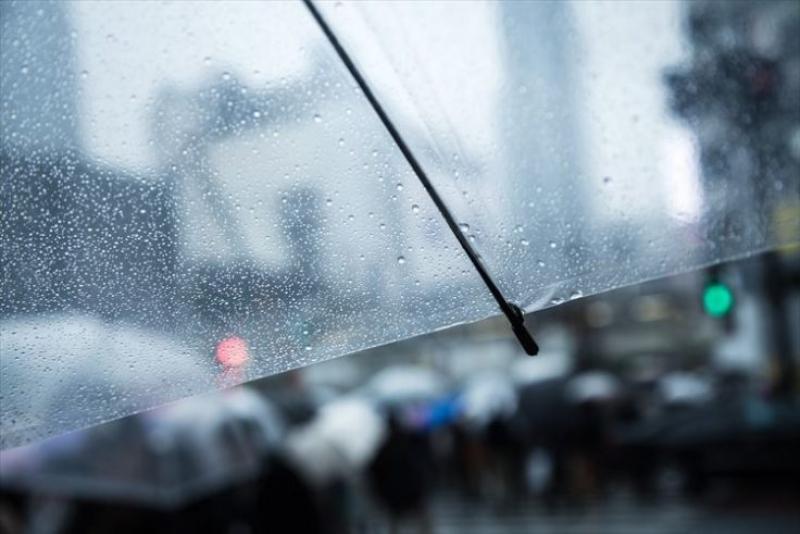 雨の日の片頭痛解消には「耳つぼマッサージ」がオススメ